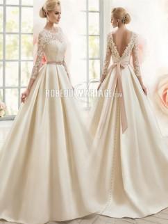 Dos nu robe de mariée princesse en dentelle et satin avec 3/4 manches