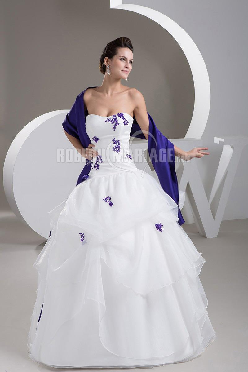 Robe de mariée en couleur en satin avec châ