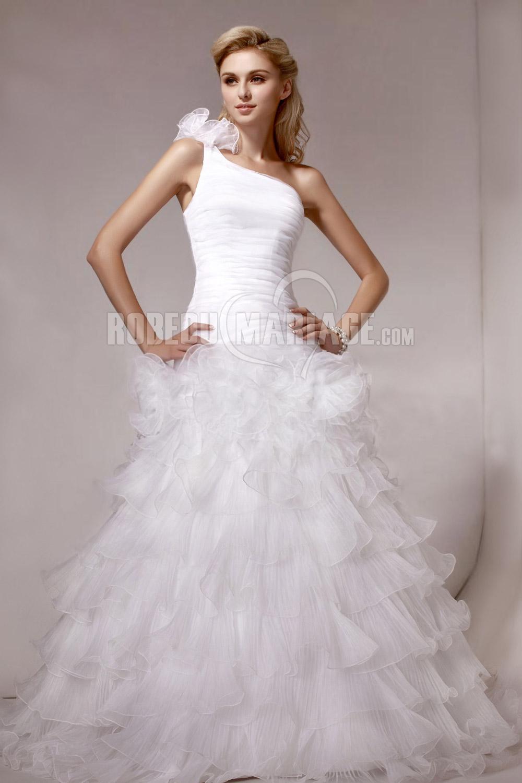 Epaule asymétrique robe de mariée frou-frou