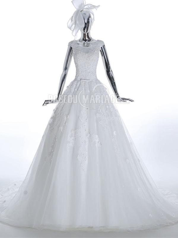 Col rond robe de mariée princesse en dentelle et perles à traîne chapelle