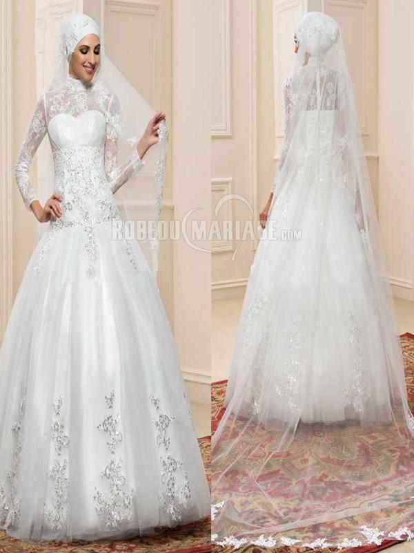Robe de mariée musulmane en dentelle et perles jupe ample avec voile