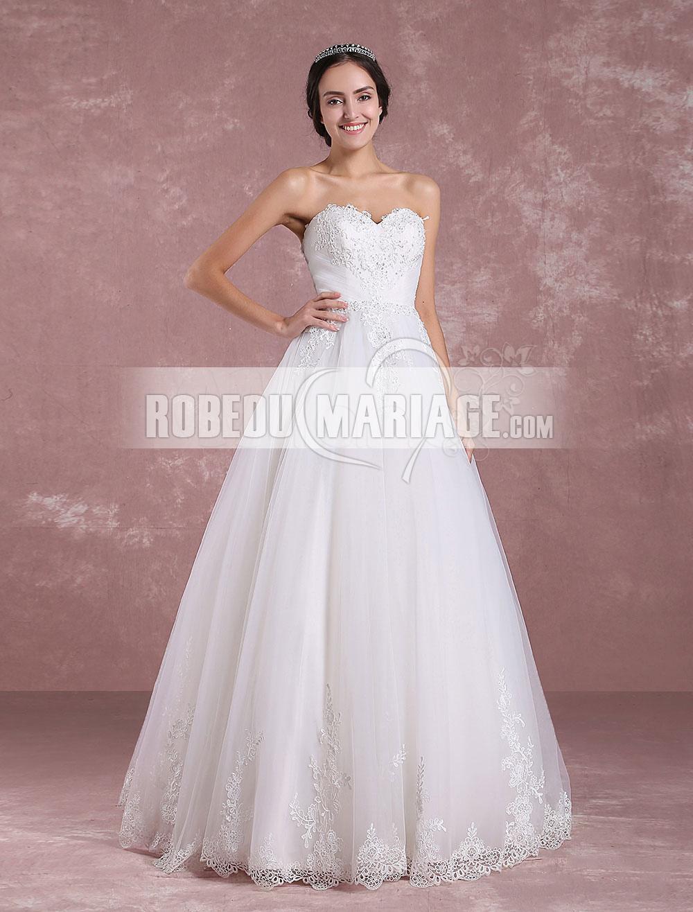 a1ab865aba2 Col en cœur Robe de mariée bustier ornée d appliques