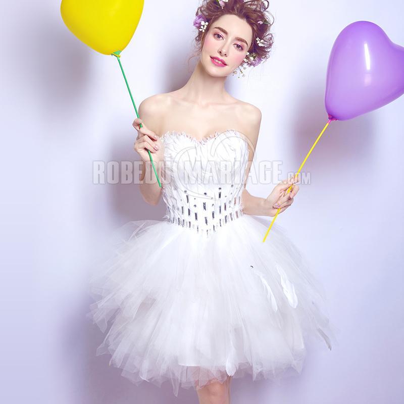 360b5d6e9c5 Robe courte blanche ornée de plumes robe bustier pas cher ...
